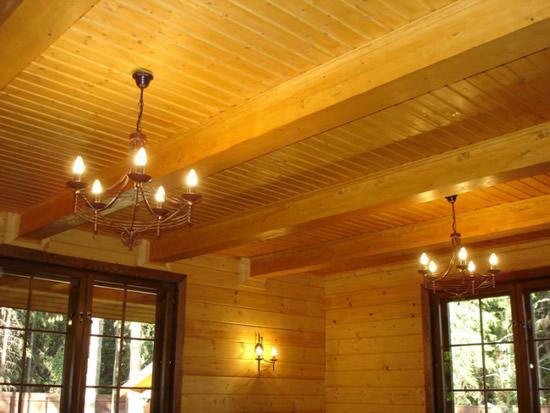 Отделка деревянного потолка своими руками фото